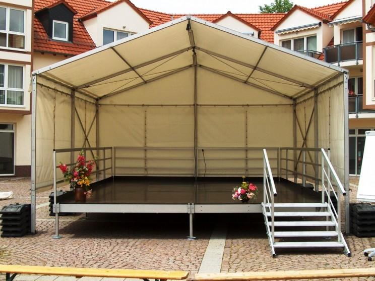 Bühne Überdacht 8